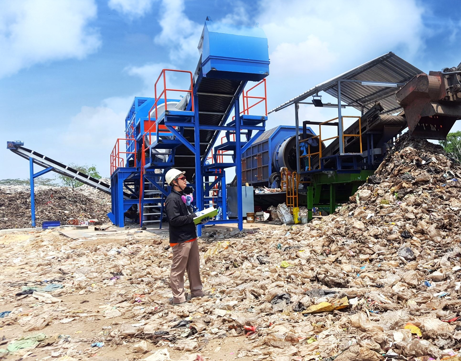 INSEE Ecocyle mines landfills in Thailand for plastics that can be used as refuse-derived fuel