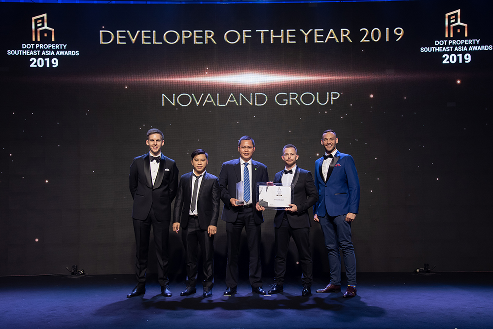 Mr Nguyen Duc Dung, Project Finance Director, Novaland Group (centre) accepts the Developer of the Year 2019 award from Adam Sutcliffe, Dot Property Director Events and International Markets (far left); Mr Ngoc Bui Head of Business Vietnam Development (2nd from left); Matthew Campbell, Dot Property CEO (2nd from right); James Claassen, Dot Property Commercial Director (far right)