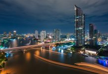 Luxury condominium on the river in Bangkok by Raimon Land developments.Thailand-Property.com