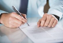 Hợp đồng chuyển nhượng quyền sử dụng đất viết tay không công chứng có hợp pháp?