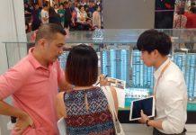 Trưng bày dự án ngay trong trung tâm thương mại ở quận 1, TP.HCM để thu hút khách trong và ngoài nước. Ảnh NHẬT VY