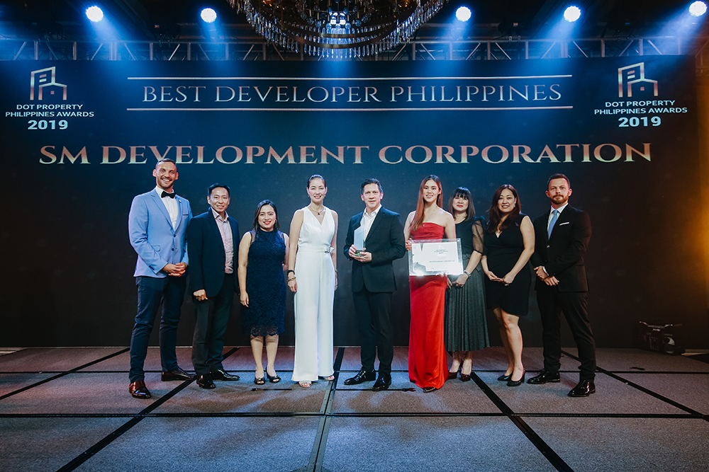 Mr. Jose Mari Banzon (center right) and Ms. Jan Catherine Sy (center left) accept the award for Best Developer Philippines at the Dot Property Philippines Awards 2019