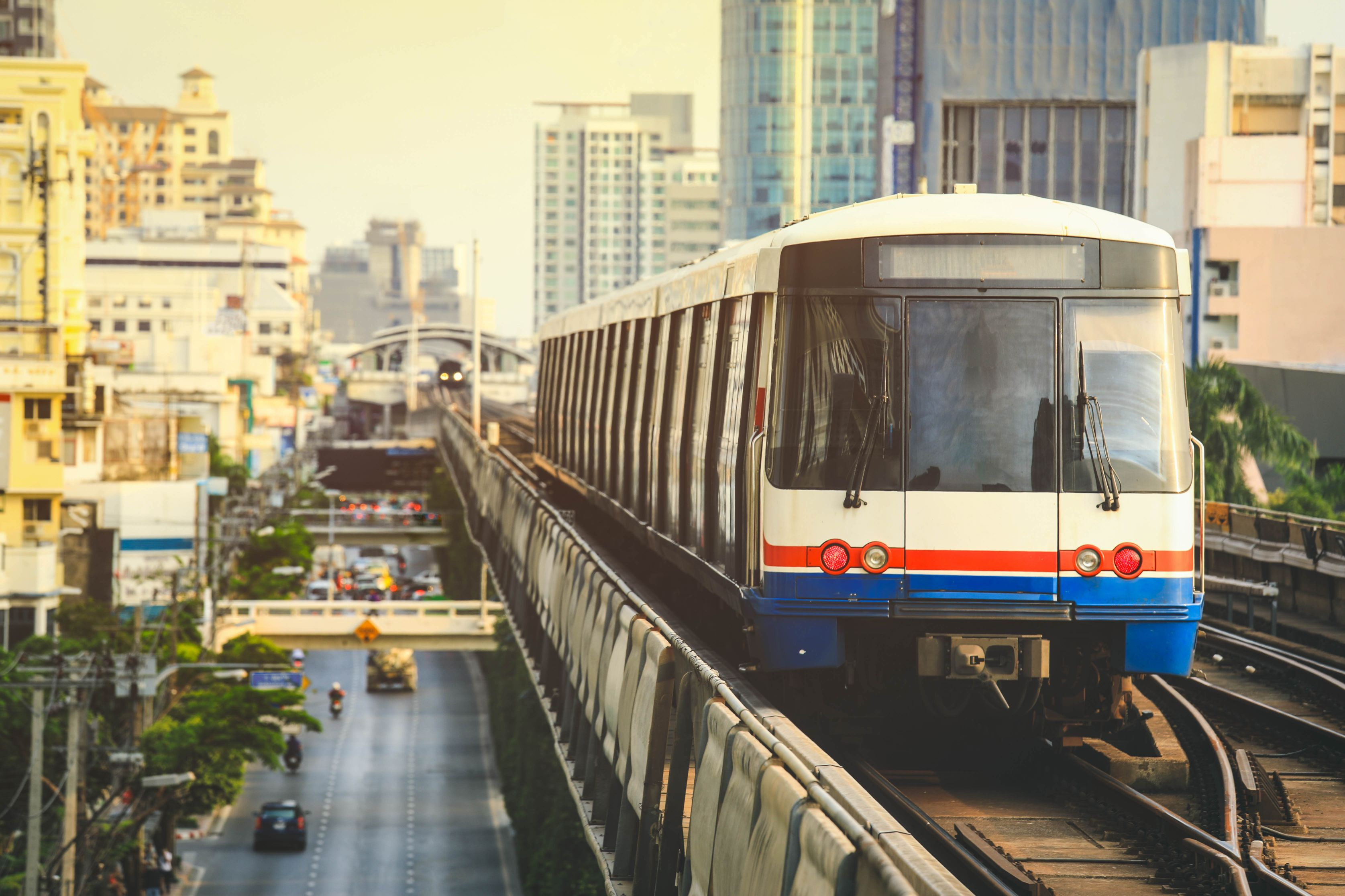 bts-sky-train-is-running-downtown-bangkok (1)